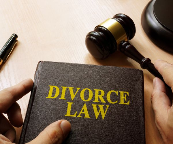 Importance of Through Research to Find the Best Divorce Lawyer