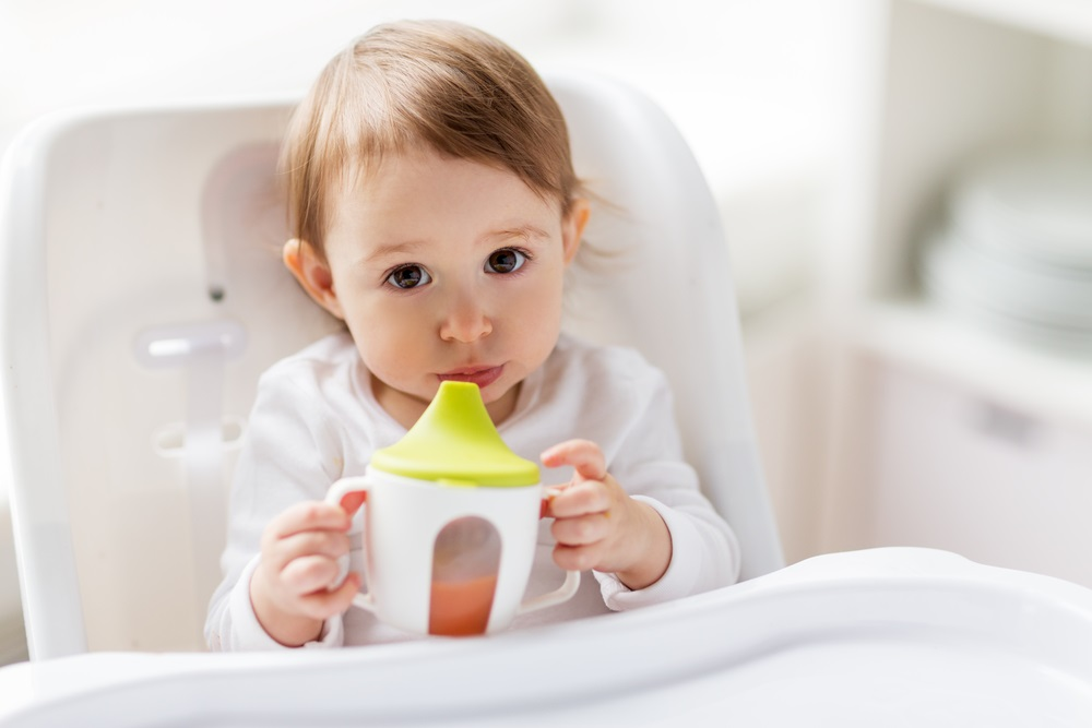 When and How A Baby Holds The Feeder Or Sippy Cup?