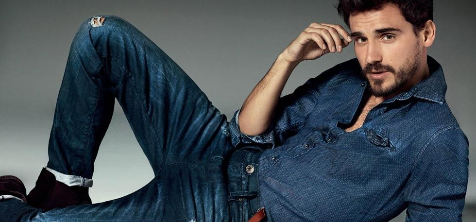Can Jeans be a common Pant with every type of shirt?